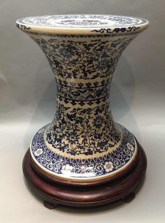 Chinese blue & white porcelain table stand