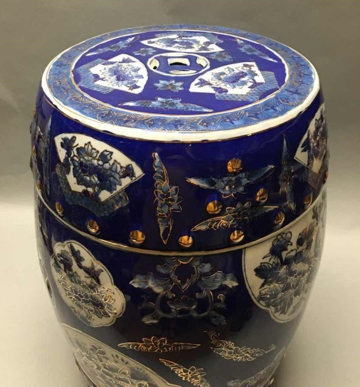 Chinese gold decorated blue & white garden seat - 2