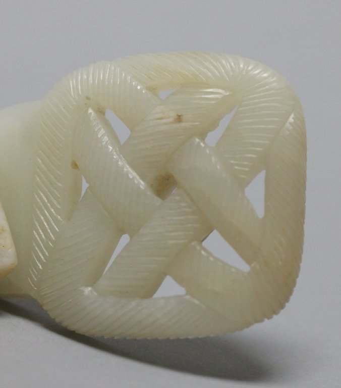 Chinese white jade 'endless knot' belt buckle, Qing - 3