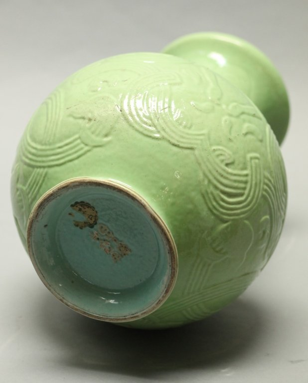 Chinese green glazed archaistic motif vase, Qing - 2
