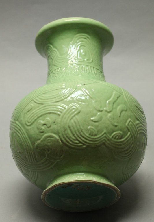 Chinese green glazed archaistic motif vase, Qing - 3