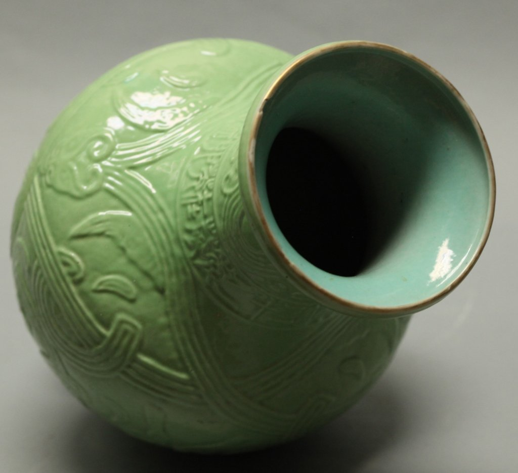 Chinese green glazed archaistic motif vase, Qing - 4