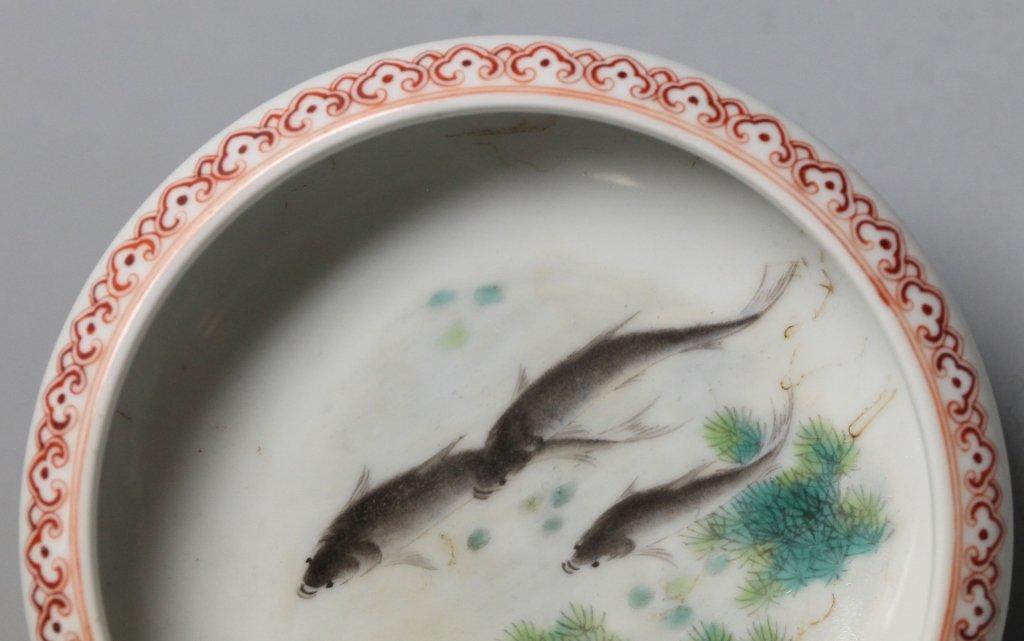 Chinese porcelain brushwasher w/ fish motif - 4