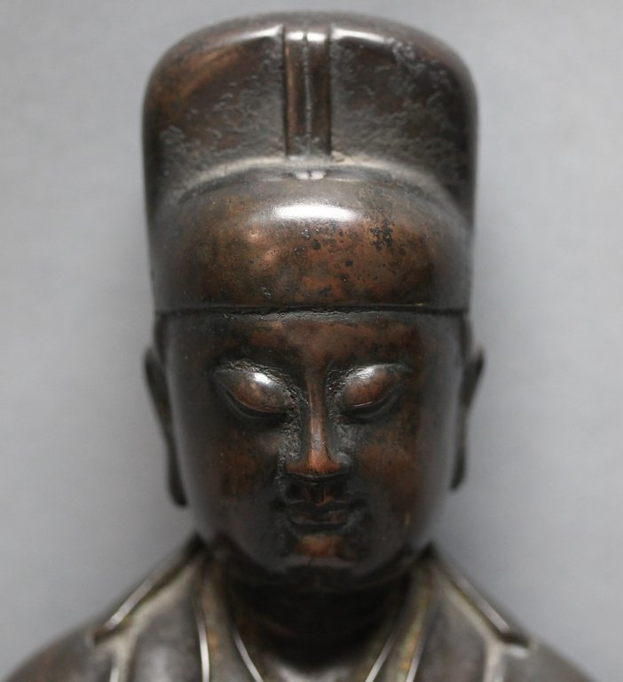 Chinese bronze seated scholar - 7