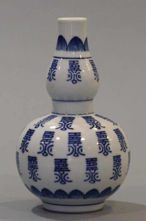 Chinese double gourd porcelain vase - 2