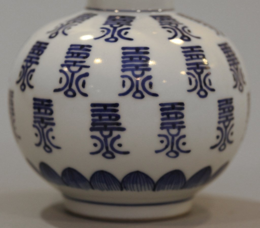 Chinese double gourd porcelain vase - 4