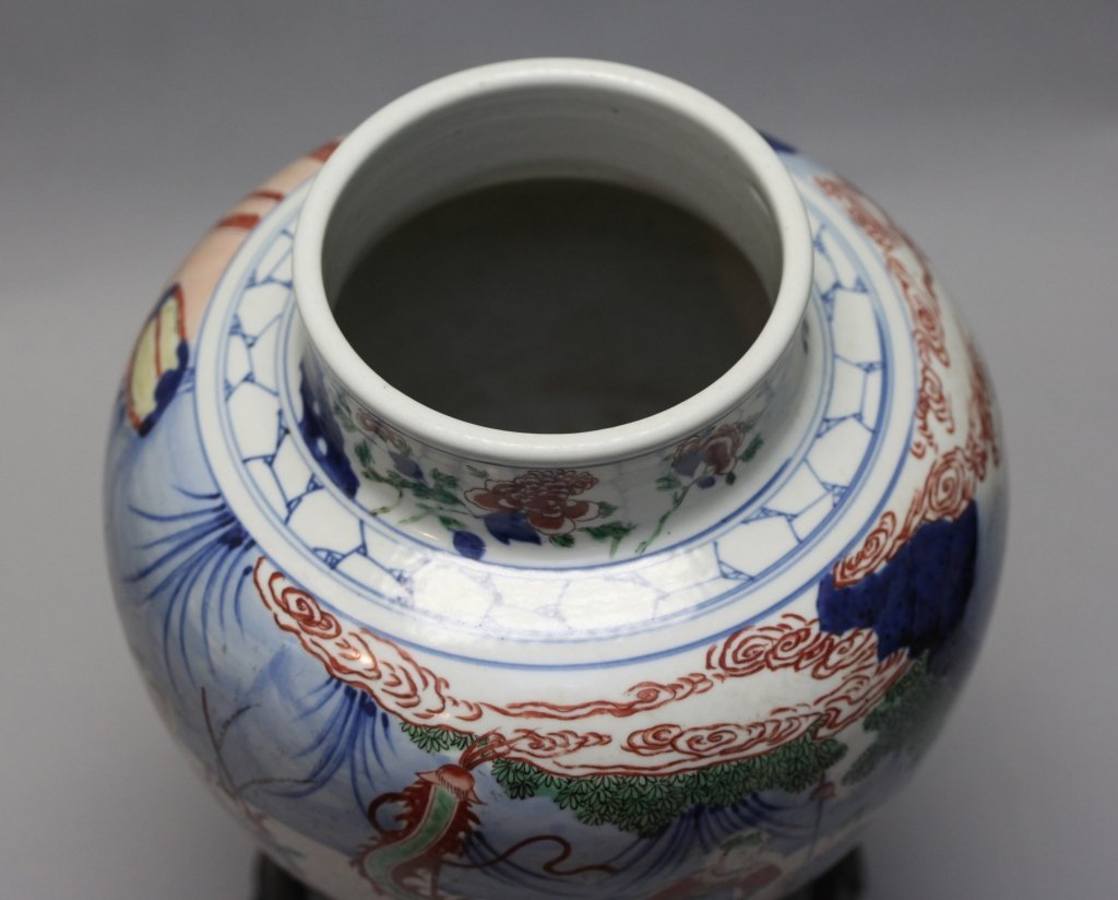 Chinese porcelain wucai jar - 4