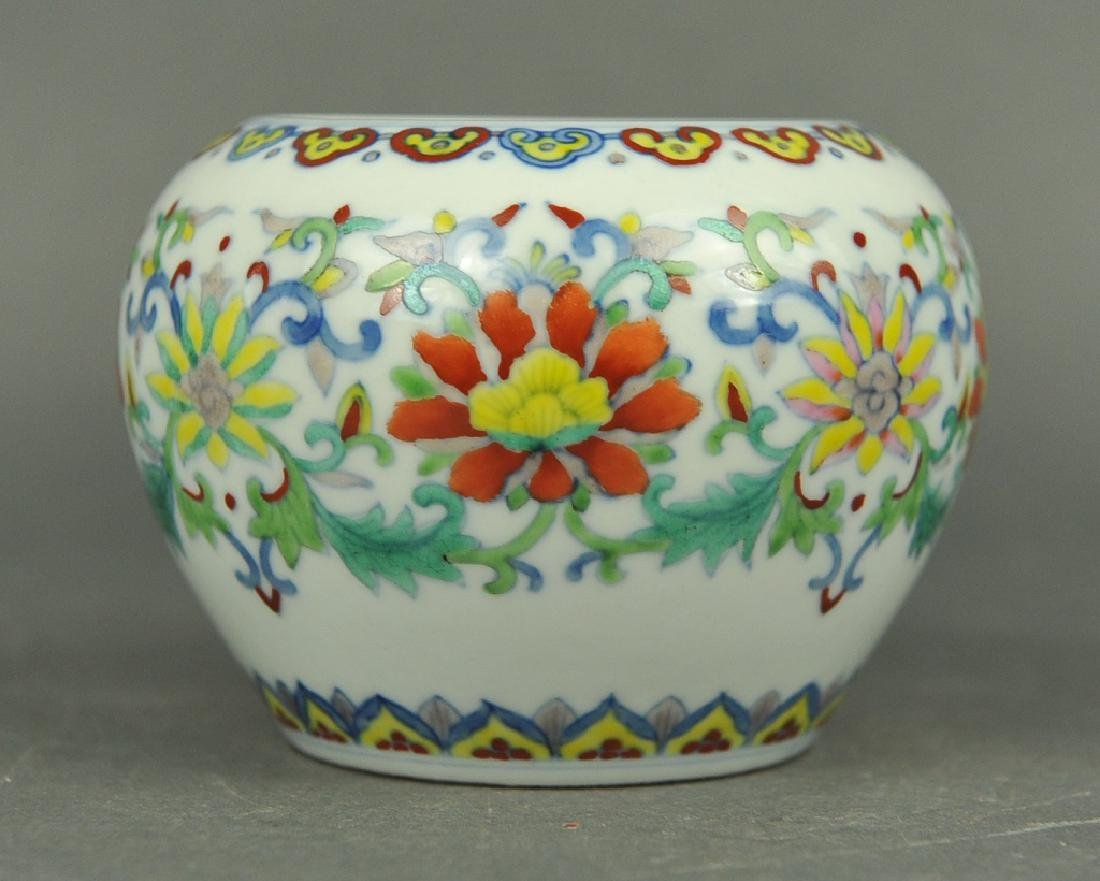 Chinese doucai porcelain water pot, 19th c.