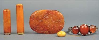 group of 5 Chinese amber items