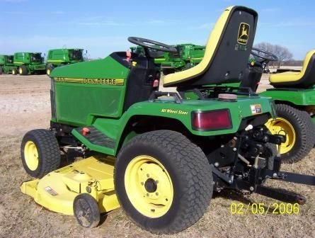 124: JD 455 Lawn Tractor