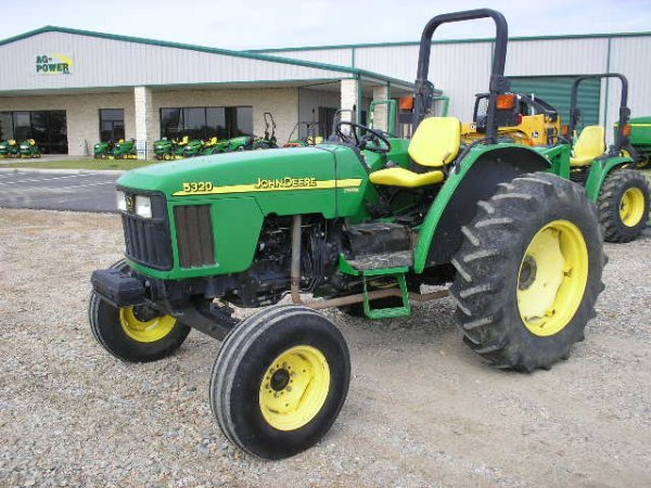 2472: JD 5320 Utility Tractor