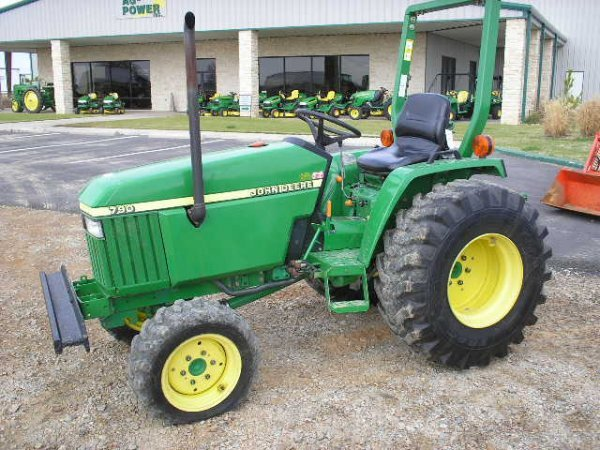 2474: JD 790 Compact Tractor