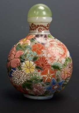 A GOOD CHINESE ENAMELLED GLASS SNUFF BOTTLE