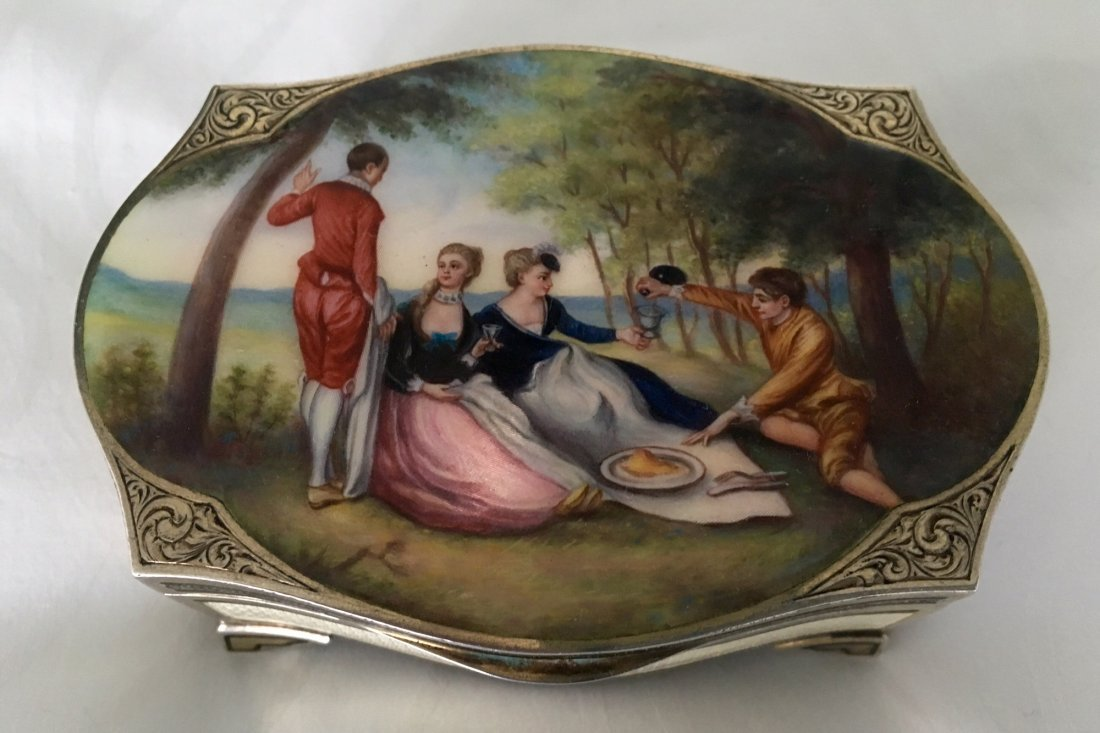 A GOOD SWISS SILVER AND ENAMEL BOX
