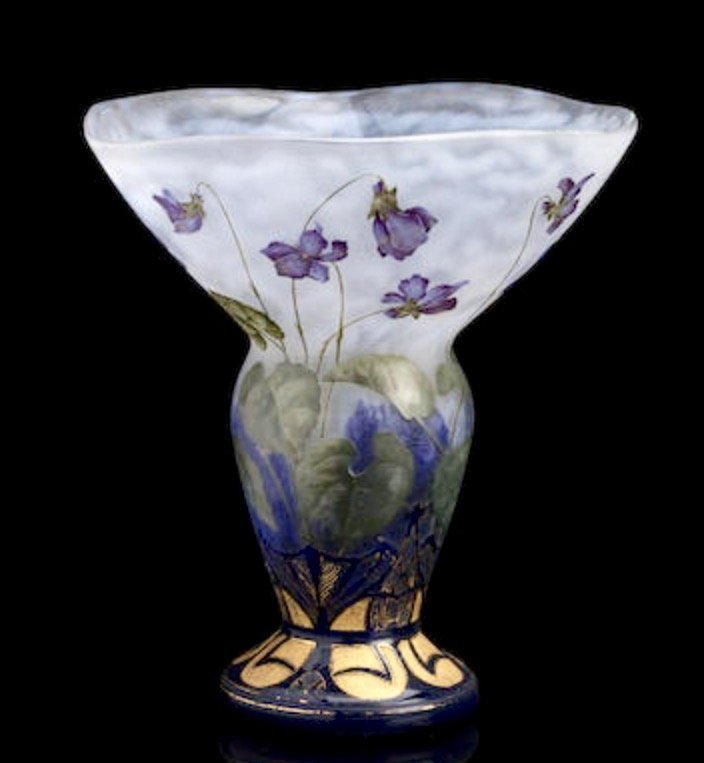 A MAGNIFICENT DAUM NANCY VASE CIRCA 1905
