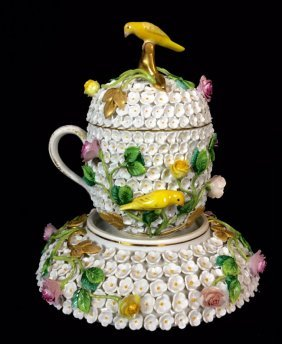 19TH CENTURY MEISSEN SNOWBALL LIDED CUP AND SAUCER