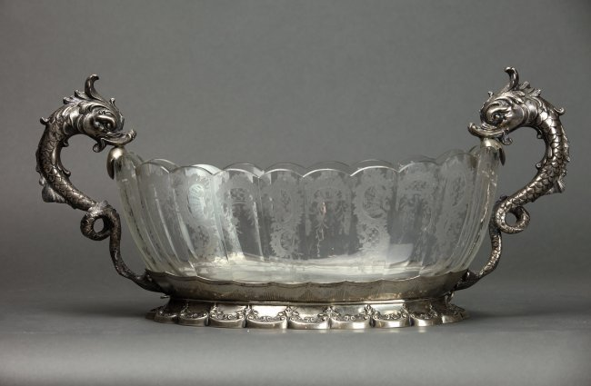 A LARGE CONTINENTAL SILVER AND ETCHED GLASS CENTERPIECE