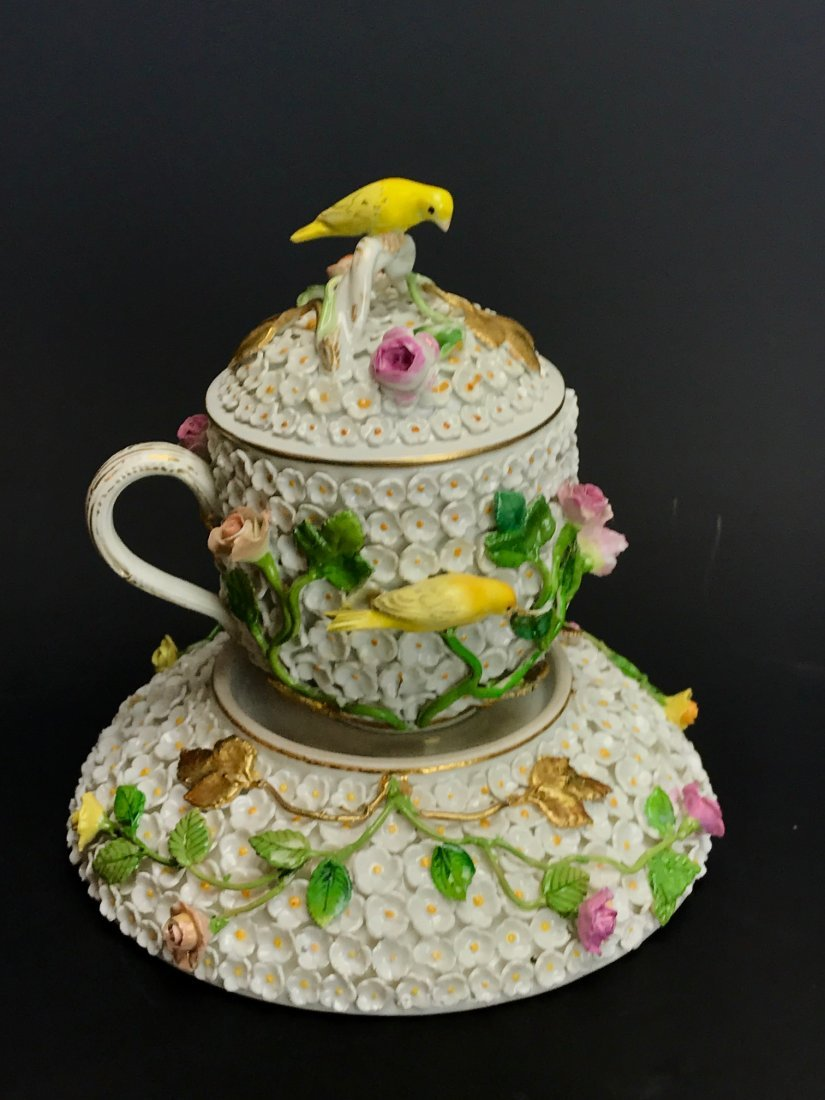 19TH C. MEISSEN SNOWBALL CUP & SAUCER WITH LID