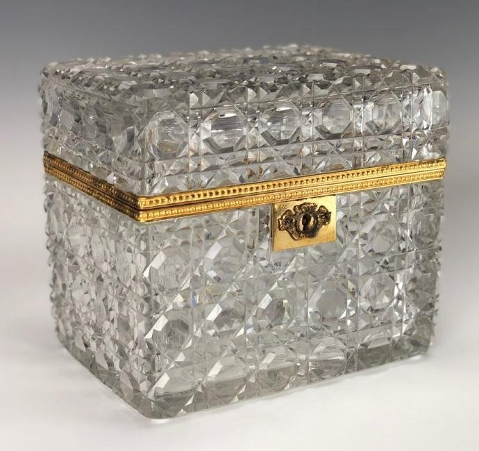 A LARGE ANTIQUE BACCARAT CRYSTAL JEWLRY BOX