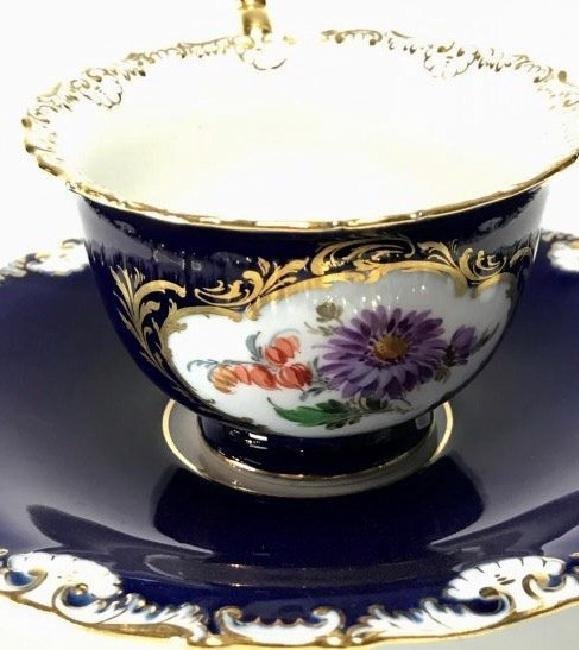 ANTIQUE MEISSEN CUP AND SAUCER CIRCA 1924/1934 - 2