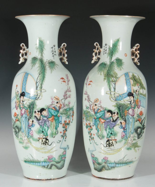 A PAIR OF 19TH CENTURY CHINESE PORCELAIN VASES