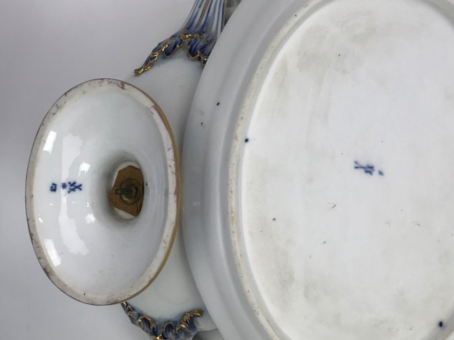 A LARGE 19TH C. MEISSEN TUREEN - 3