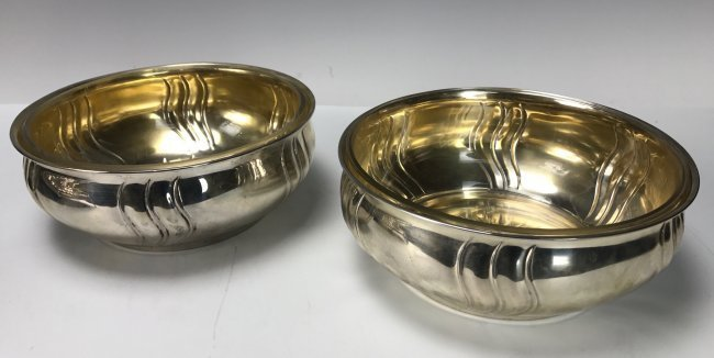 A PAIR OF GERMAN SILVER BOWLS WITH GLASS LINERS