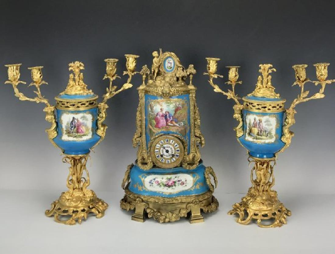 A VERY FINE 18/19TH C. ORMOLU MOUNTED SEVRES CLOCK SET