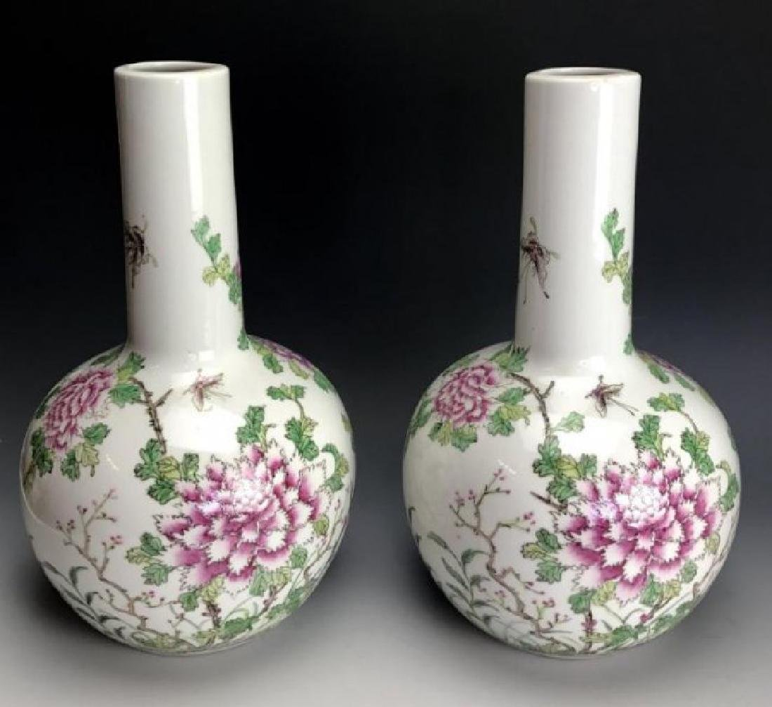 A PAIR OF FAMILLE ROSE CHINESE PORCELAIN VASES