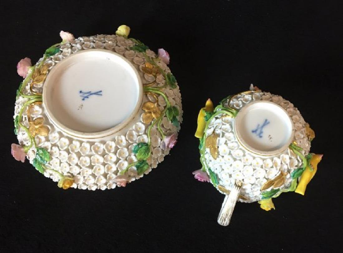 19TH CENTURY MEISSEN SNOWBALL CUP AND SAUCER - 3