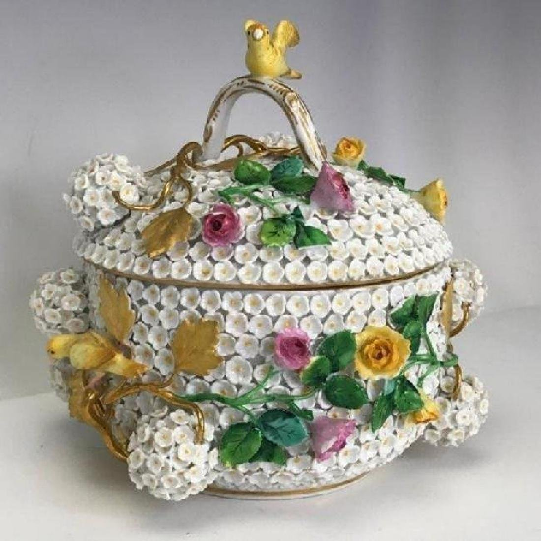 19TH C. MEISSEN SNOWBALL BOWL AND COVER