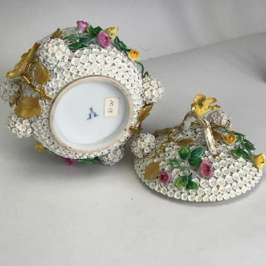 19TH C. MEISSEN SNOWBALL BOWL AND COVER - 2