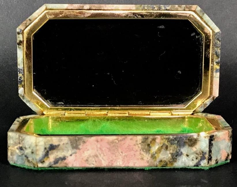 A FINELY CARVED AGATE AND DORE BRONZE BOX - 2