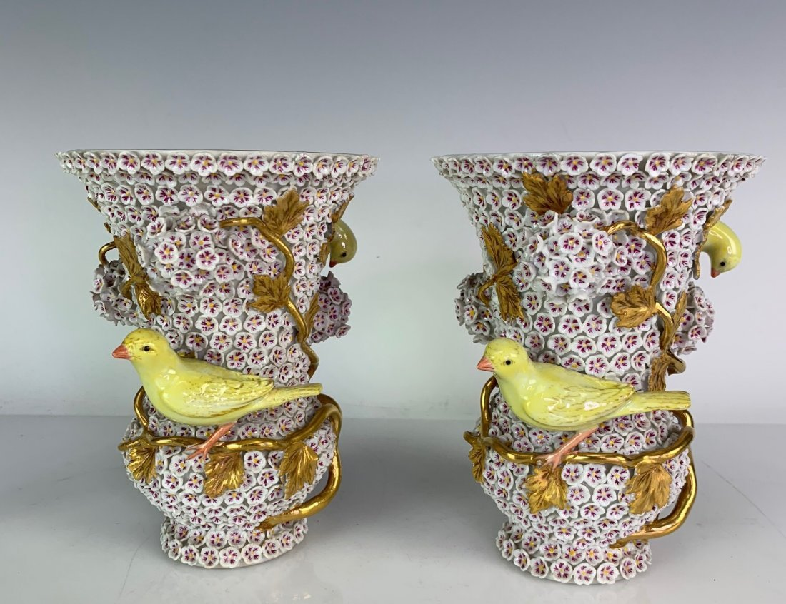 A PAIR OF 19TH C. MEISSEN SNOWBALL VASES