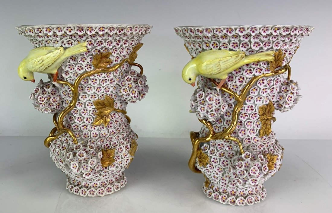 A PAIR OF 19TH C. MEISSEN SNOWBALL VASES - 2