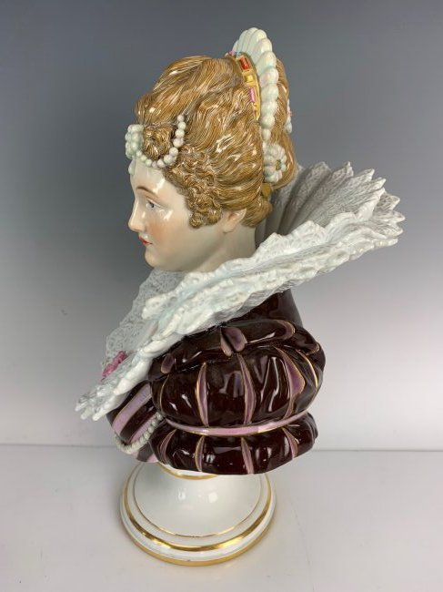 A LARGE 19TH C. MEISSEN BUST - 4