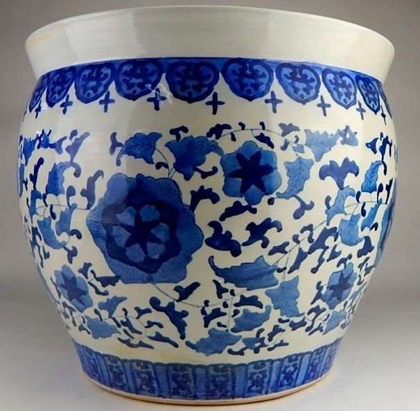 ANTIQUE CHINESE BLUE AND WHITE PORCELAIN FLOWER POT