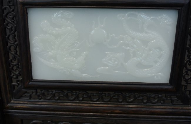 CHINESE WHITE JADE AND CARVED WOOD TABLE SCREEN. - 3