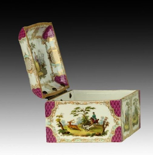 19TH CENTURY MEISSEN STYLE PORCELAIN BOX