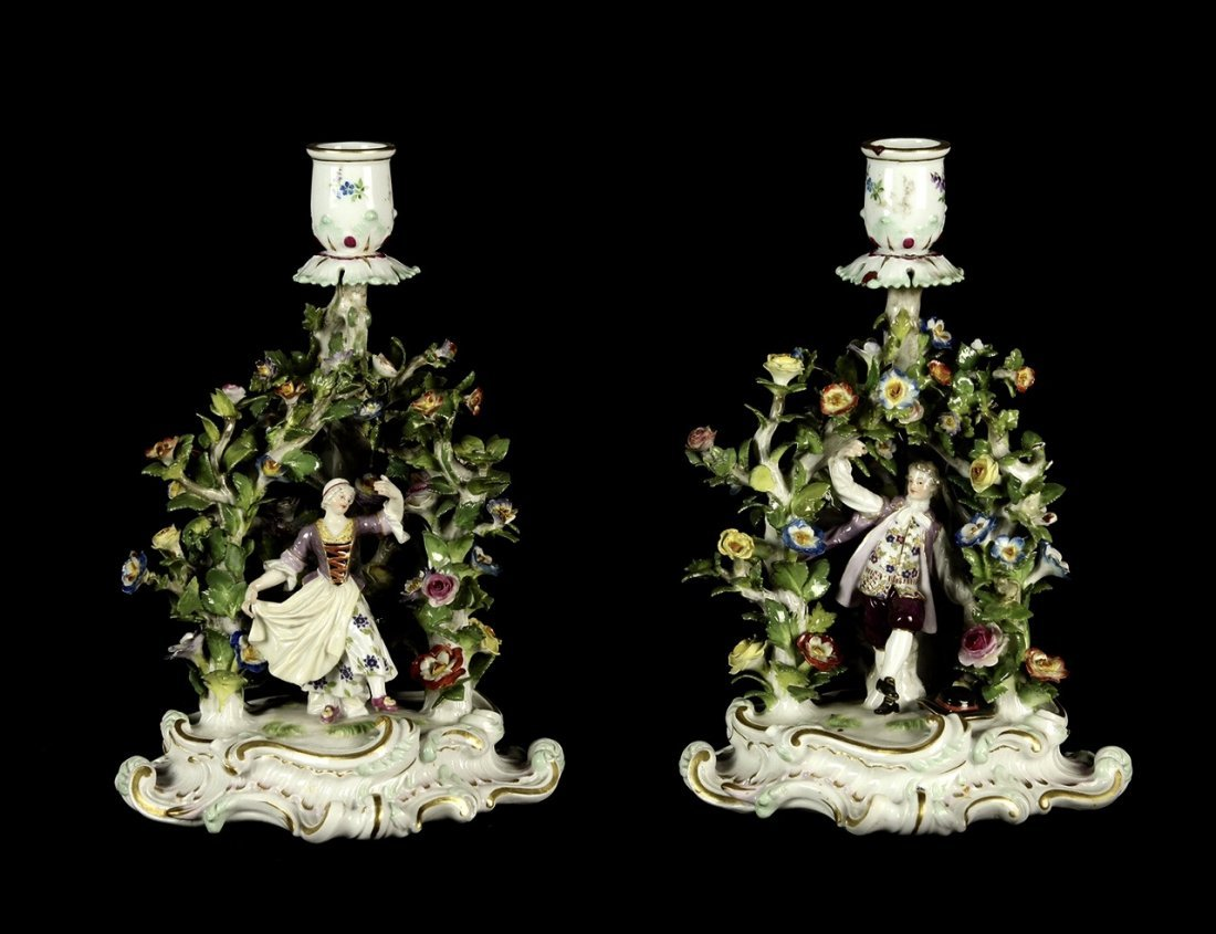 A PAIR OF 19TH CENTURY MEISSEN CANDEL STICKS