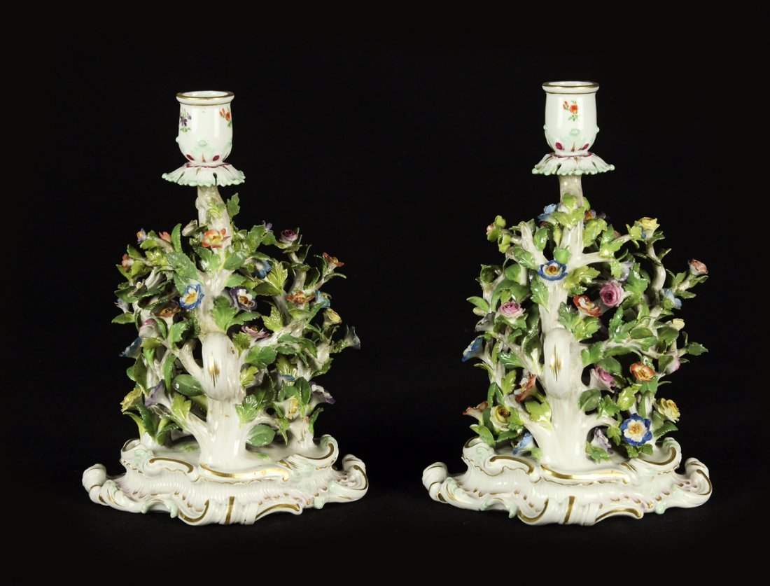 A PAIR OF 19TH CENTURY MEISSEN CANDEL STICKS - 2