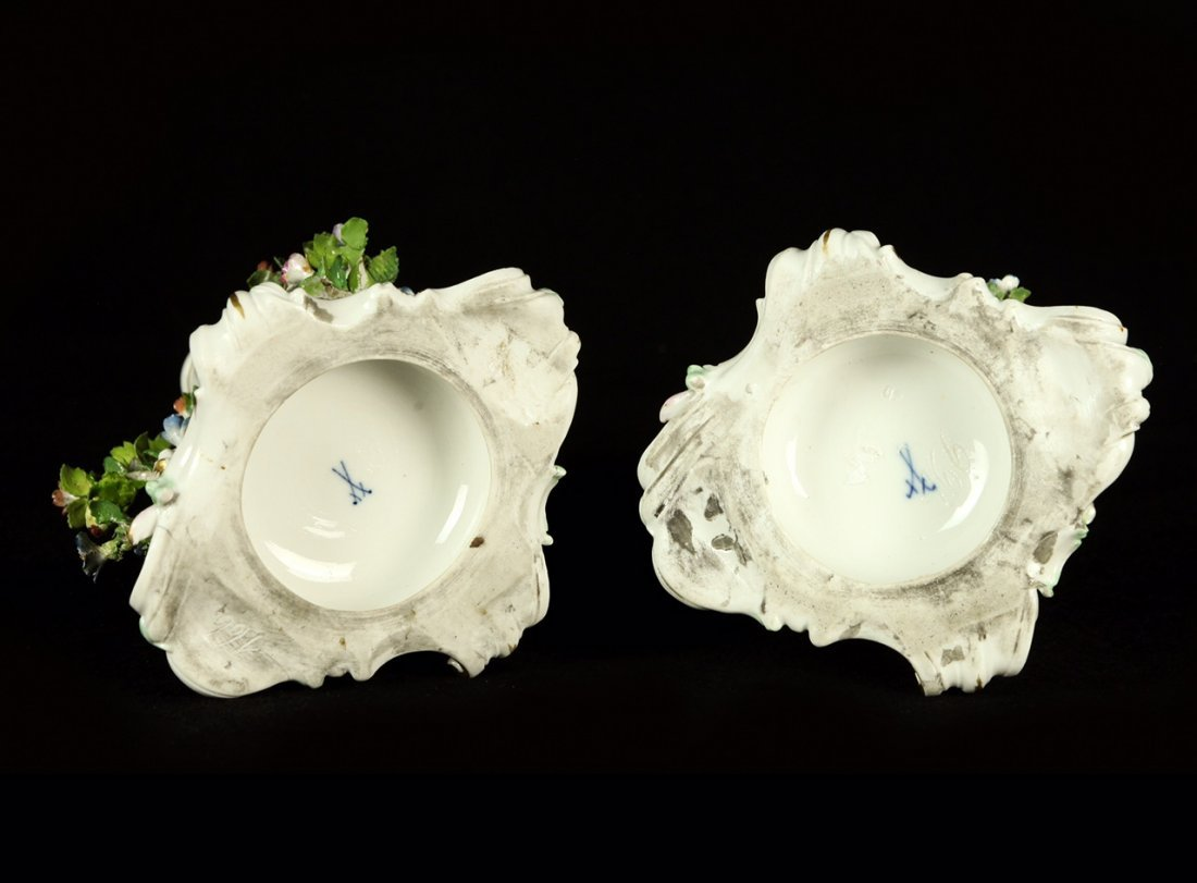 A PAIR OF 19TH CENTURY MEISSEN CANDEL STICKS - 3