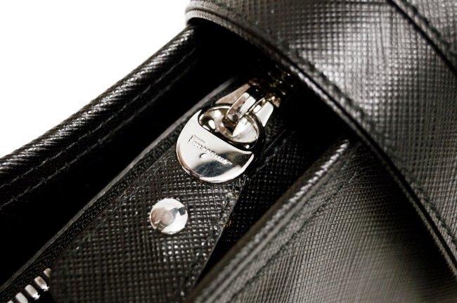 FERRAGAMO BLACK LEATHER HAND BAG - 4