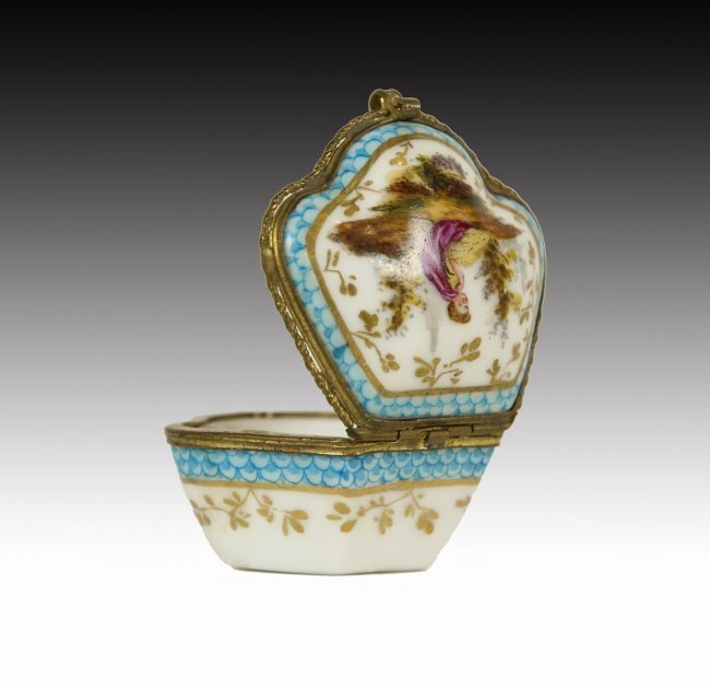 19TH MEISSEN STYLE PILL BOX