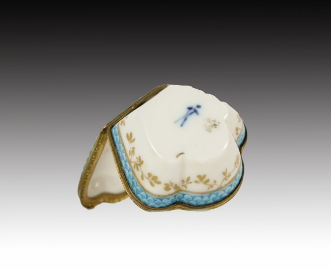 19TH MEISSEN STYLE PILL BOX - 2