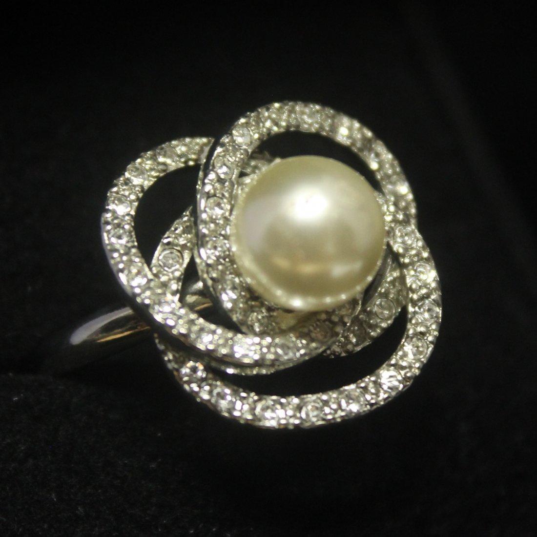 Elegant Flower Broka Pearl & Sapphire Silver Ring
