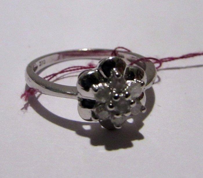 10K White Gold Diamonds Ring