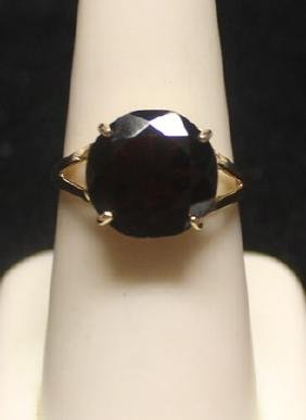 Fancy 14 kt Garnet Ring