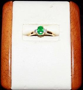 Lady's Beautiful Emerald and Diamond Gold Ring.