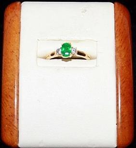 Lady's Beautiful Emerald and Diamond Gold Ring.
